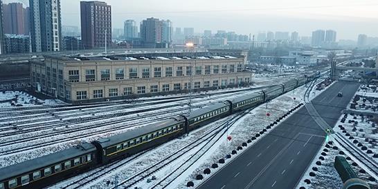 缓解南方春运压力,东北地区今年首趟铁路支南临客启程